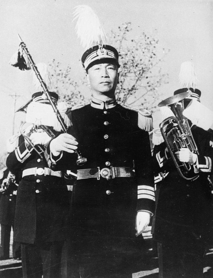 遊行樂隊指揮帶領的汪精衛國民政府銅管樂隊。
